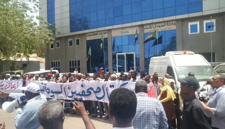 """السودان: موكب صحفي لتحرير """"سونا"""" من عناصر البشير"""