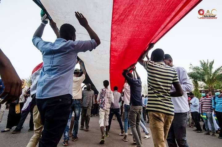 السودان: اتفاق بين الحراك والمجلس العسكري على عقد لقاءات لنقل السلطة لهيئة مدنية