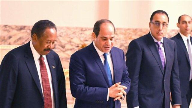 حمدوك يصل إلى القاهرة في أول زيارة لدولة عربية ويلتقي السيسي
