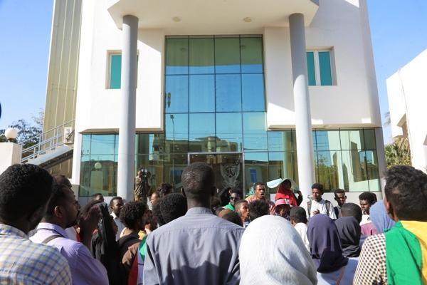 الخارجية: اتصالات مع السلطات الإماراتية بشأن سودانيين خُدعوا ورحِلّوا إلى ليبيا